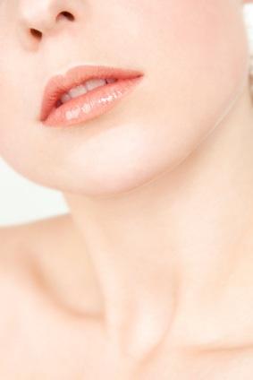 ศัลยกรรมผ่าตัดลดขนาดริมฝีปาก